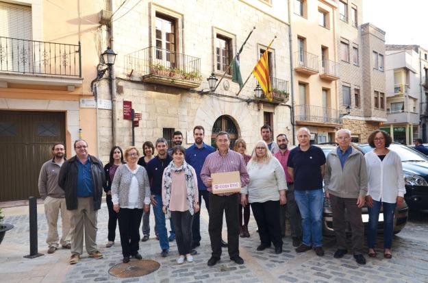 SOM Espluga presentant el seu Codi Ètic que va subscriure durant la campanya electoral 2015.